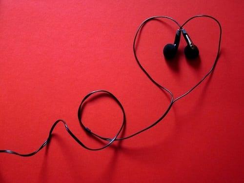 headphones-424163_640