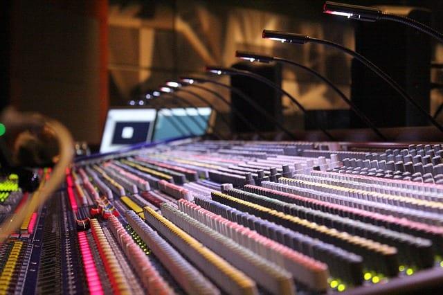 soundboard-785798_640